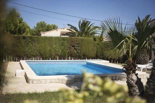 Villa de vacaciones con piscina privada 3 dormitorios con for Villas de vacaciones con piscina privada